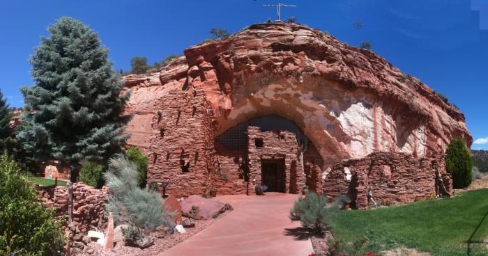 Moqui Cave, Utah Adventure Bucket List | Parks100
